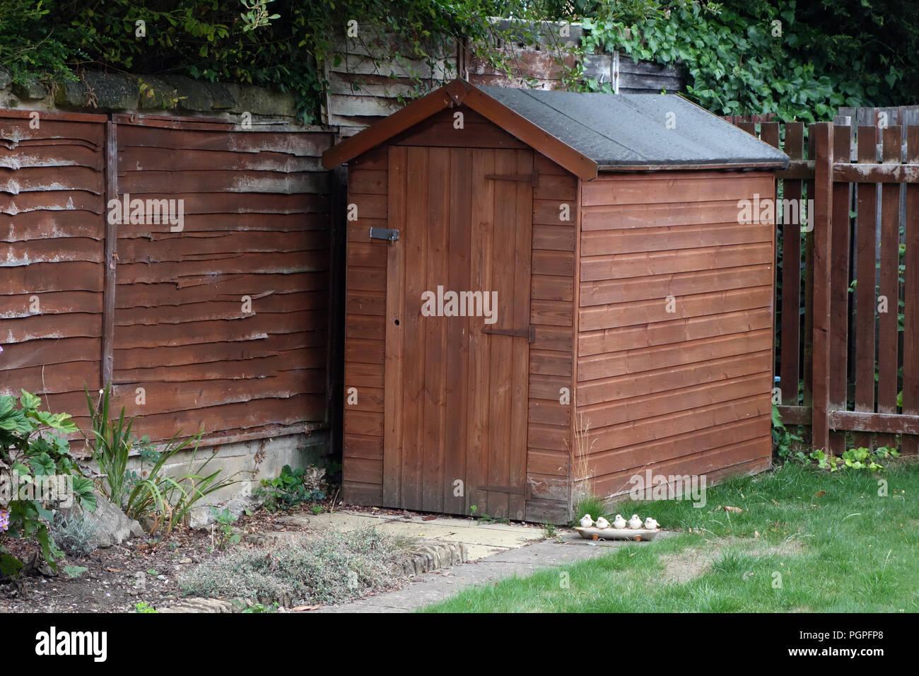 Beliebt Kleine Holz- gerätehaus im Garten eines privaten Haus in Rotherham AJ12
