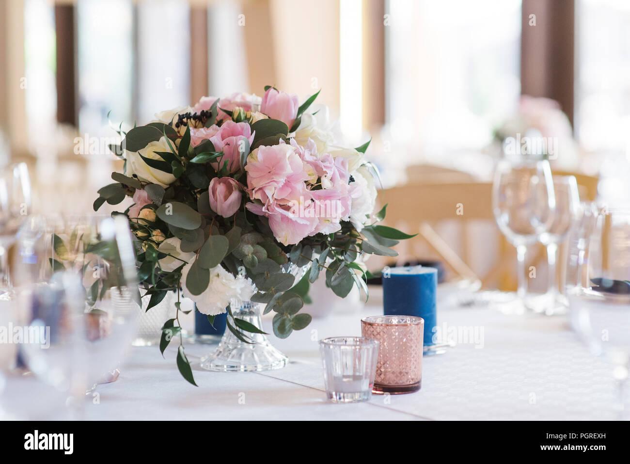 Strauss Blumen Auf Einem Hochzeitstisch Eine Wunderschone Hochzeit