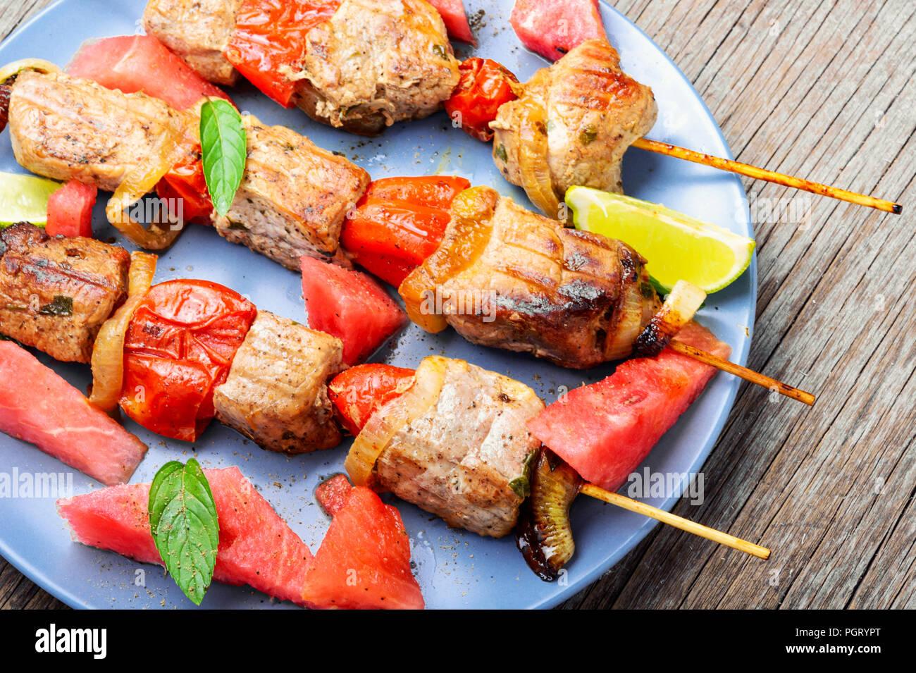 Sommer Küche Rezept : Fleisch shish kebab am spieß mit wassermelone sommer rezept für