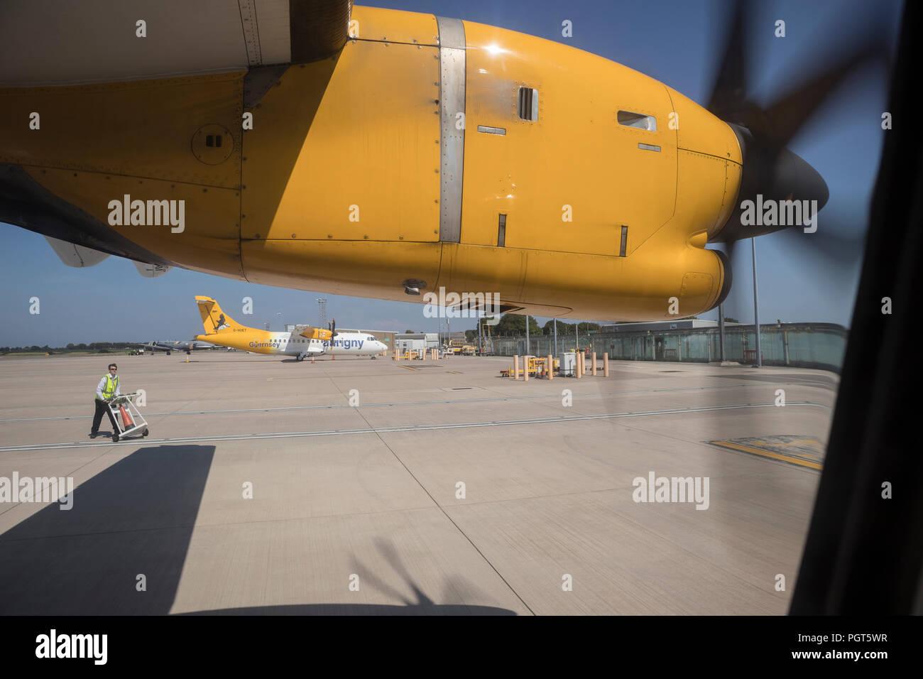 Propellor Klinge eines Aurigny Air Services bei 42-512 Turbo-Prop-Flugzeug Stockbild