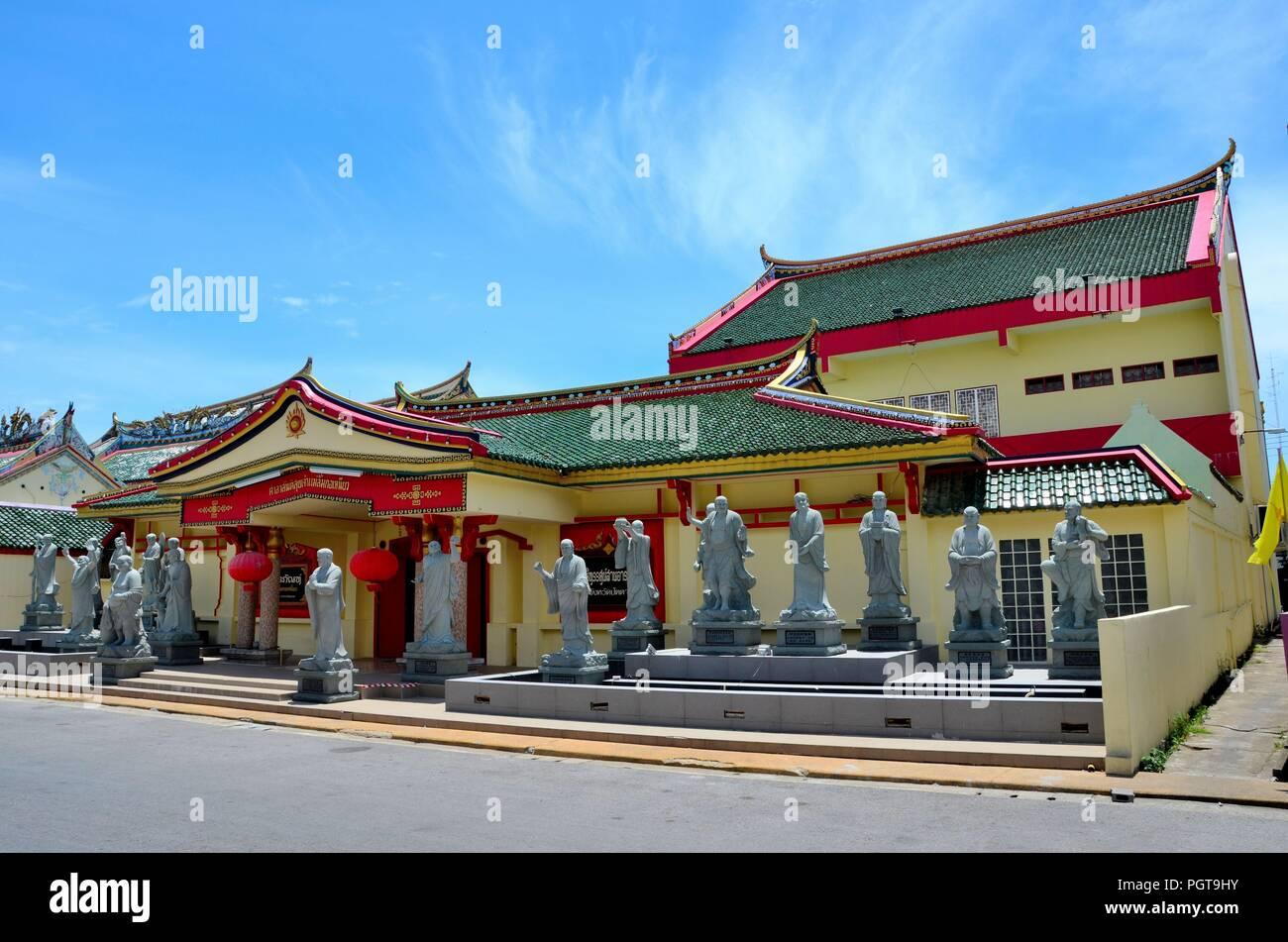 Chinesischer Tempel Bauen Mit Statuen Der Gotter Und Holz Tur