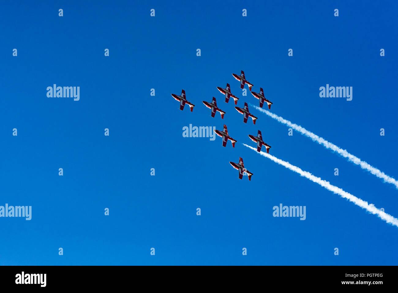 Kanadische Streitkräfte (CF) Snowbirds, 431 Luft Demonstration Squadron fliegen über Vancouver, British Columbia, Kanada Stockfoto