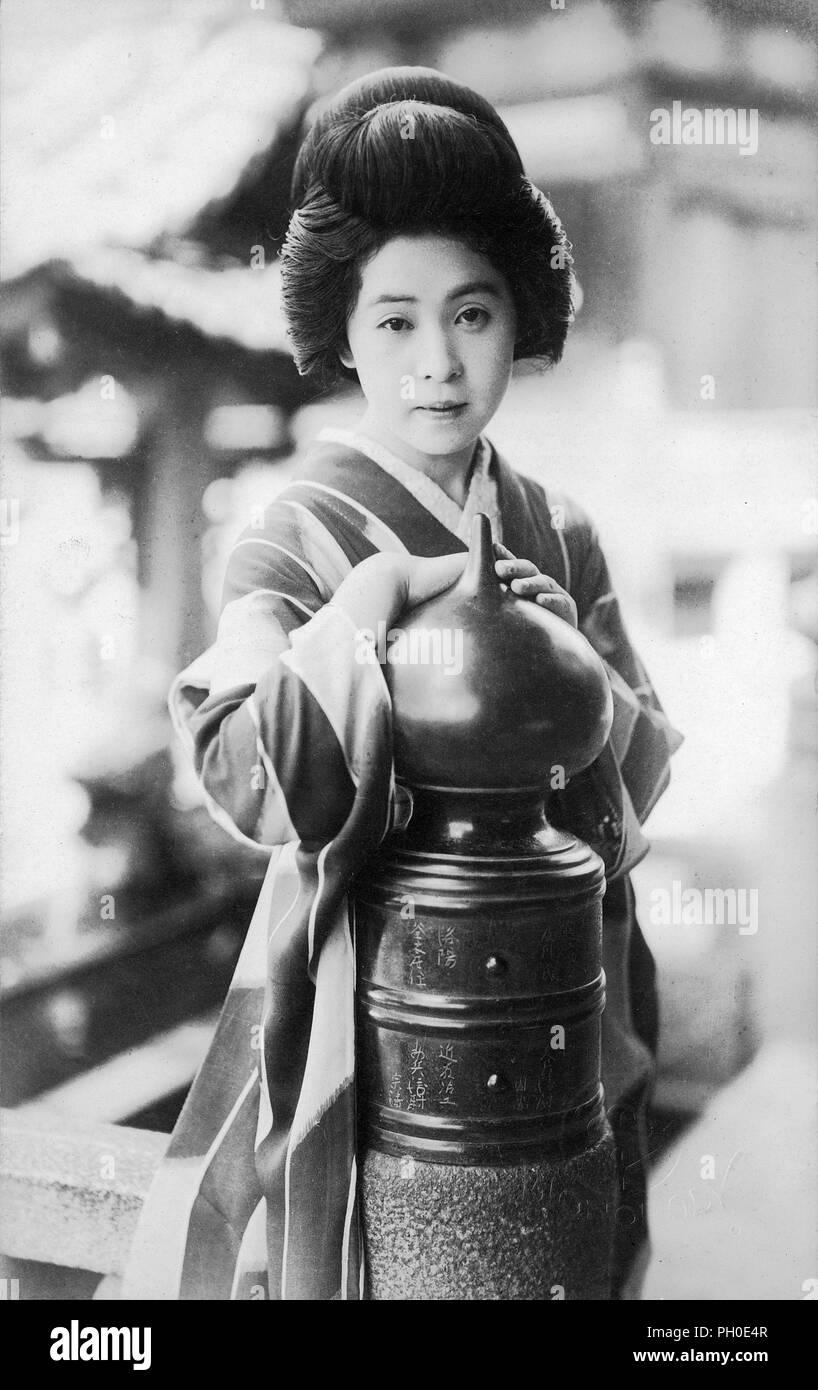 1920s Japan Geisha Junge Japanische Frau Im Kimono Und
