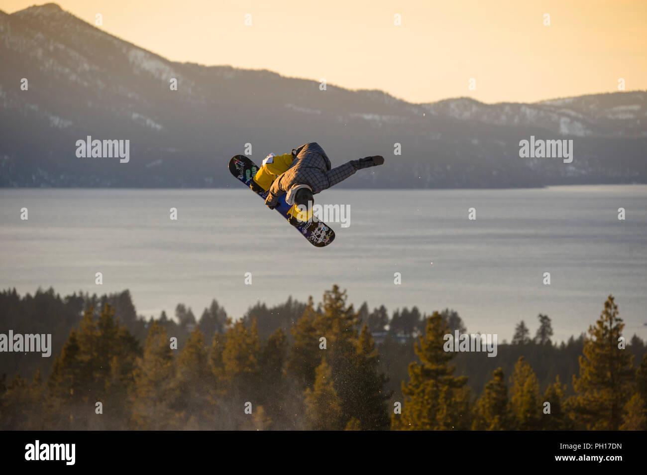 Big Air Snowboard Wettbewerb auf Heavenly Valley Ski Resort in South Lake Tahoe, Kalifornien, Nordamerika Stockbild