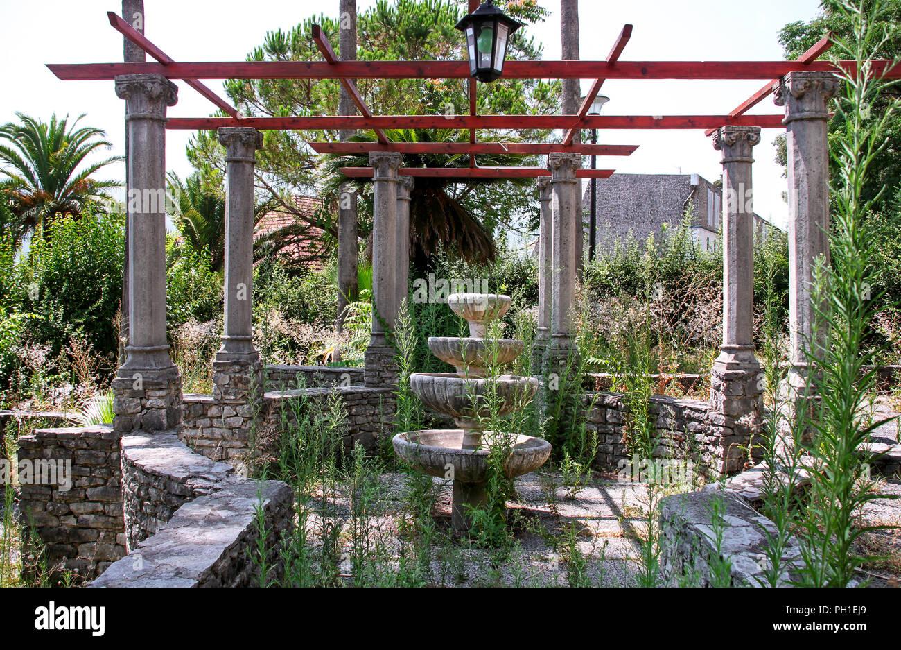 Alten Rustikalen Stein Brunnen Im Garten Alte Vintage Dekorative