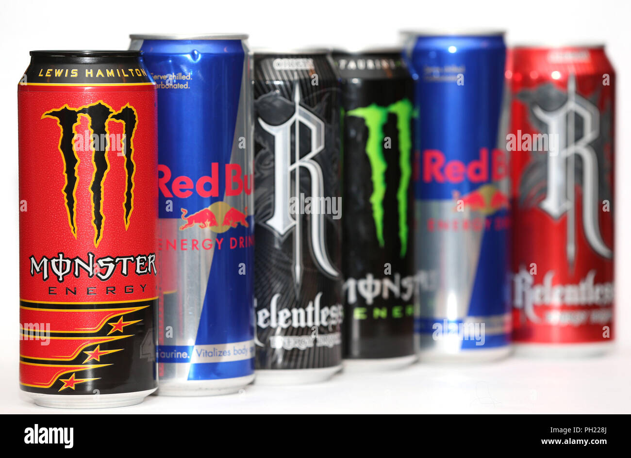 Red Bull Kühlschrank Dose : Cans red bull stockfotos cans red bull bilder alamy
