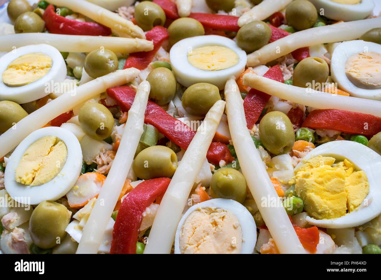 Russischer Salat Typisches Essen In Spanien Stockfoto Bild