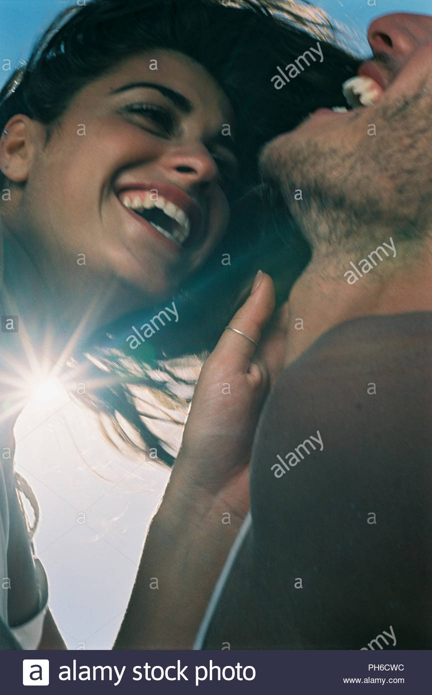 Paar, gemeinsam lachen Stockbild