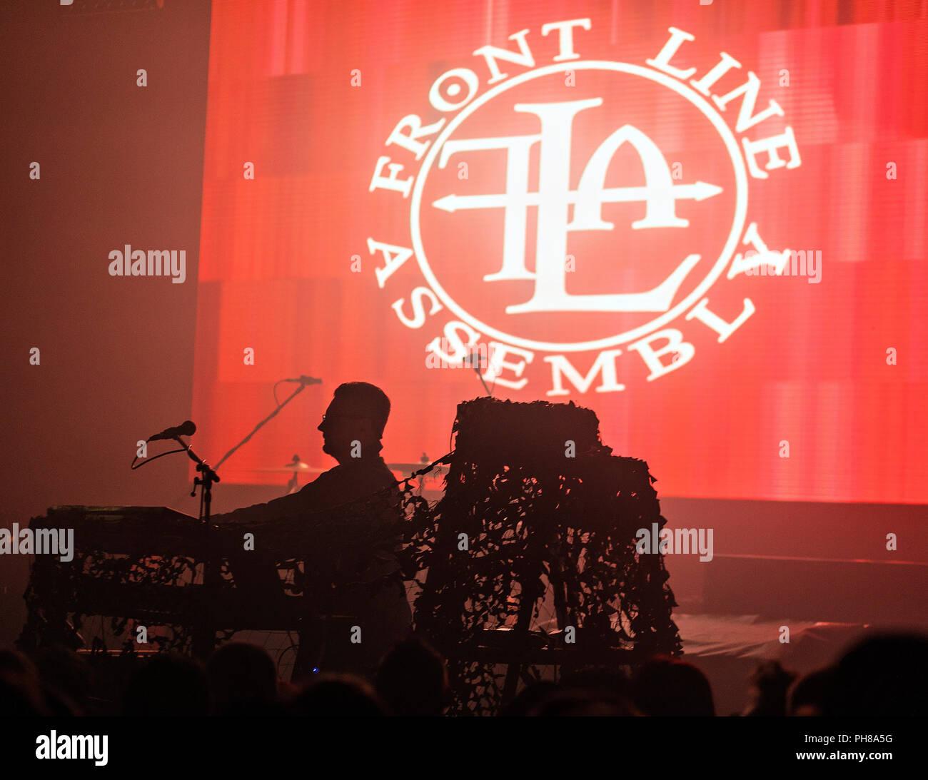 Rhys Fulber, Keyboarder der Kanadischen electro - Industrial music band Front Line Assembly, führt bei einem Konzert der Band in der Lucerna Music Bar Stockbild