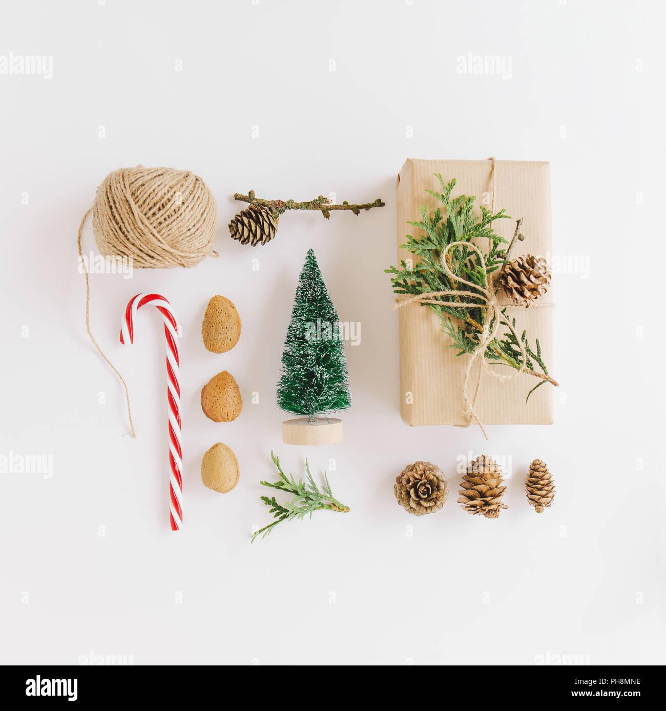 Weihnachten flach mit Geschenken, Handwerk Papier, und Weihnachten ...