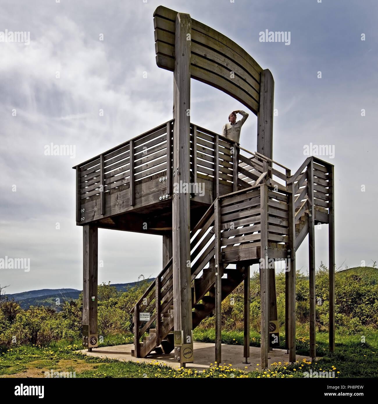 Aussichtsturm in Form von einem Stuhl, Hallenberg Stockbild
