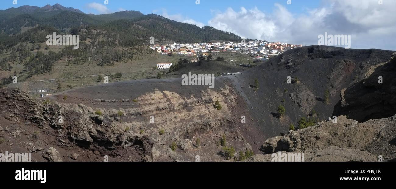 Los Canarios mit dem Vulkan San Antonio, La Palma Stockbild