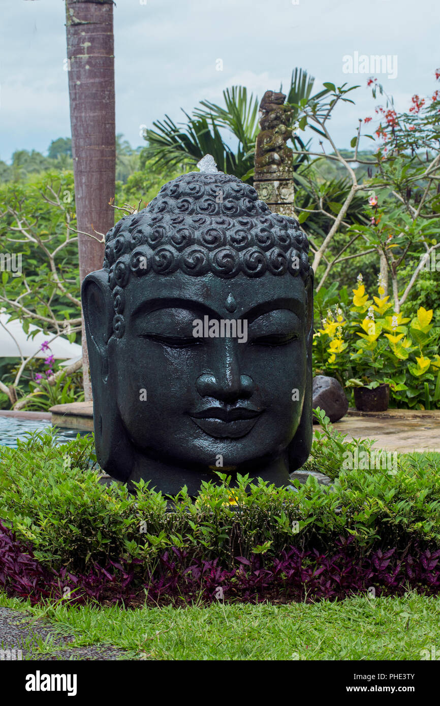 Stein Schwarz Buddha Kopf Im Garten Stockfoto Bild 217283947 Alamy