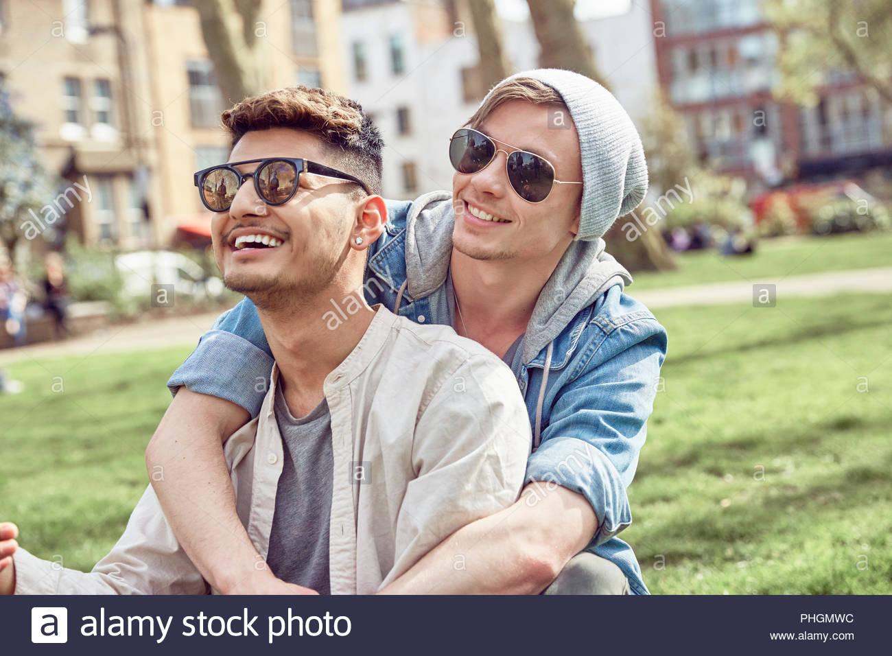 Saugen große Schwule