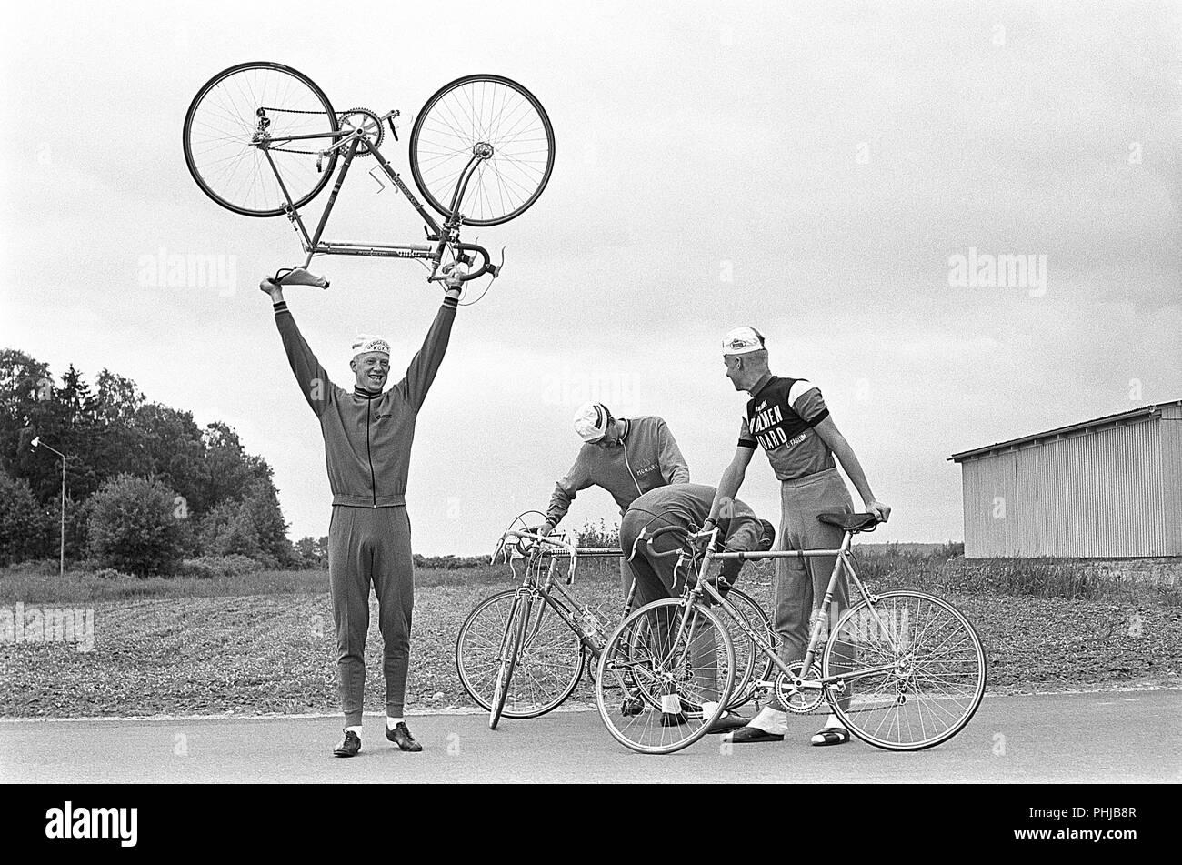 1960 Radfahrer. Die Fåglum Brüder wurden Schwedischen Radprofi Erik, Gösta, Sture und Tomas Pettersson. Die Brüder gewann das Team time trial Weltlaienhaften Rad WM zwischen 1967 - 1969 zusammen mit einer Silbermedaille bei den Olympischen Sommerspielen 1968. Sie waren die Svenska Dagbladet Goldmedaille ausgezeichnet. Schweden 1967 Stockbild
