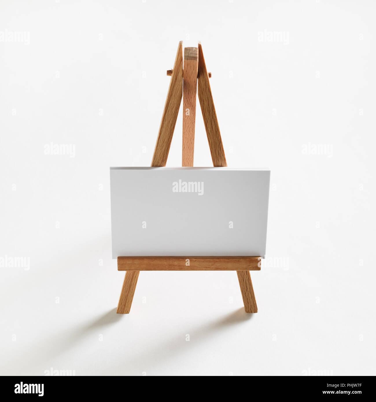 Visitenkarten Auf Holz Stativ Stockfoto Bild 217388515 Alamy