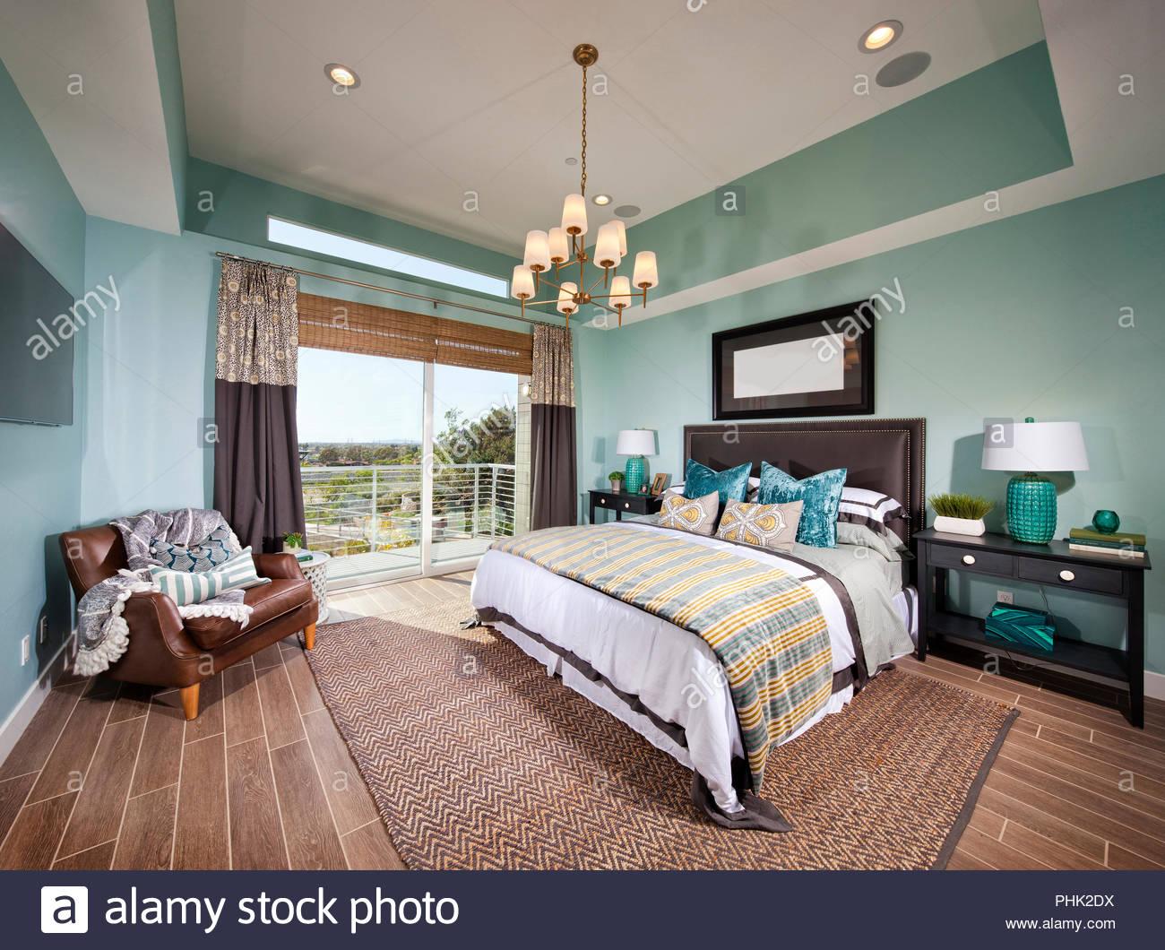 Kronleuchter Für Schlafzimmer ~ Schlafzimmer mit kronleuchter stockfoto bild alamy