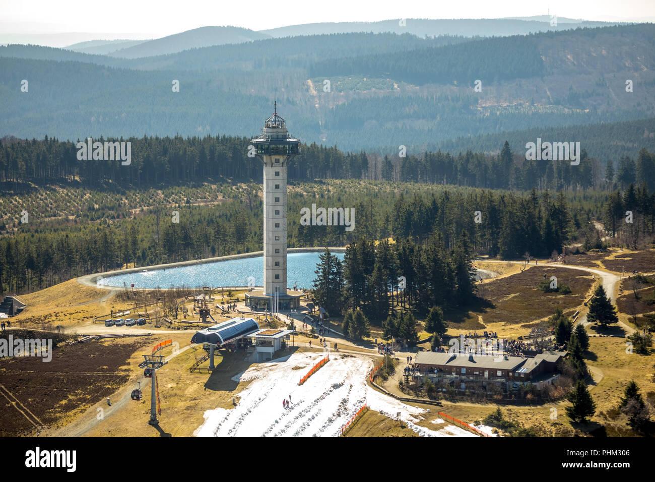 Ettelsberg mit ettel Tower, Hochheideturm, Ettelsberg See, Siggis Hütte, gesellige Mountain Inn an der Seilbahn, in Willingen in Hessen. Willinge Stockbild