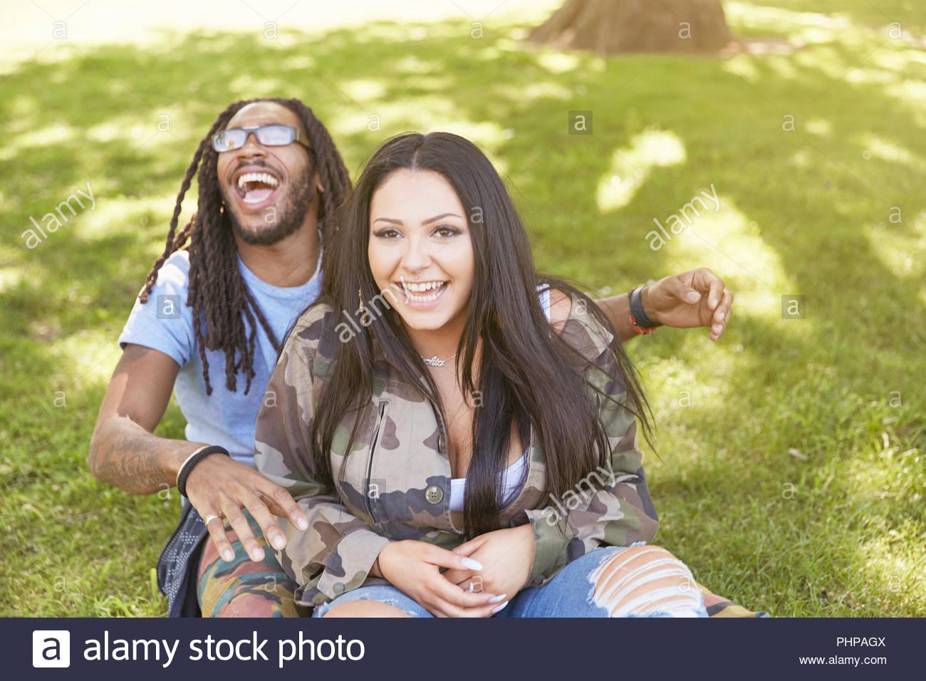 Paar an öffentlichen Park Stockbild