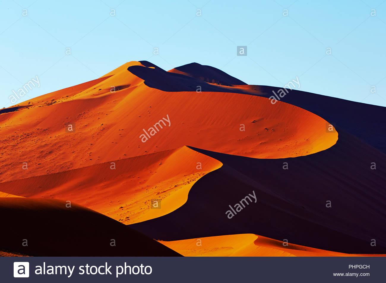 Dünen der Wüste in Namibia Stockbild