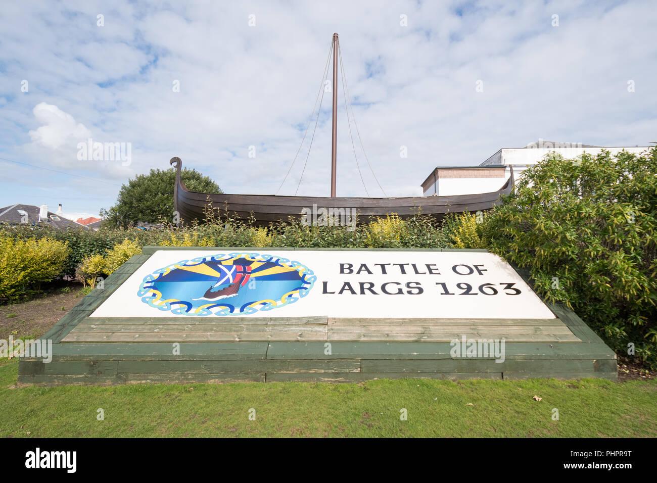 Schlacht bei Largs 1263 Zeichen außerhalb Vikingar viking Erfahrung, Largs,  Schottland, Großbritannien Stockbild