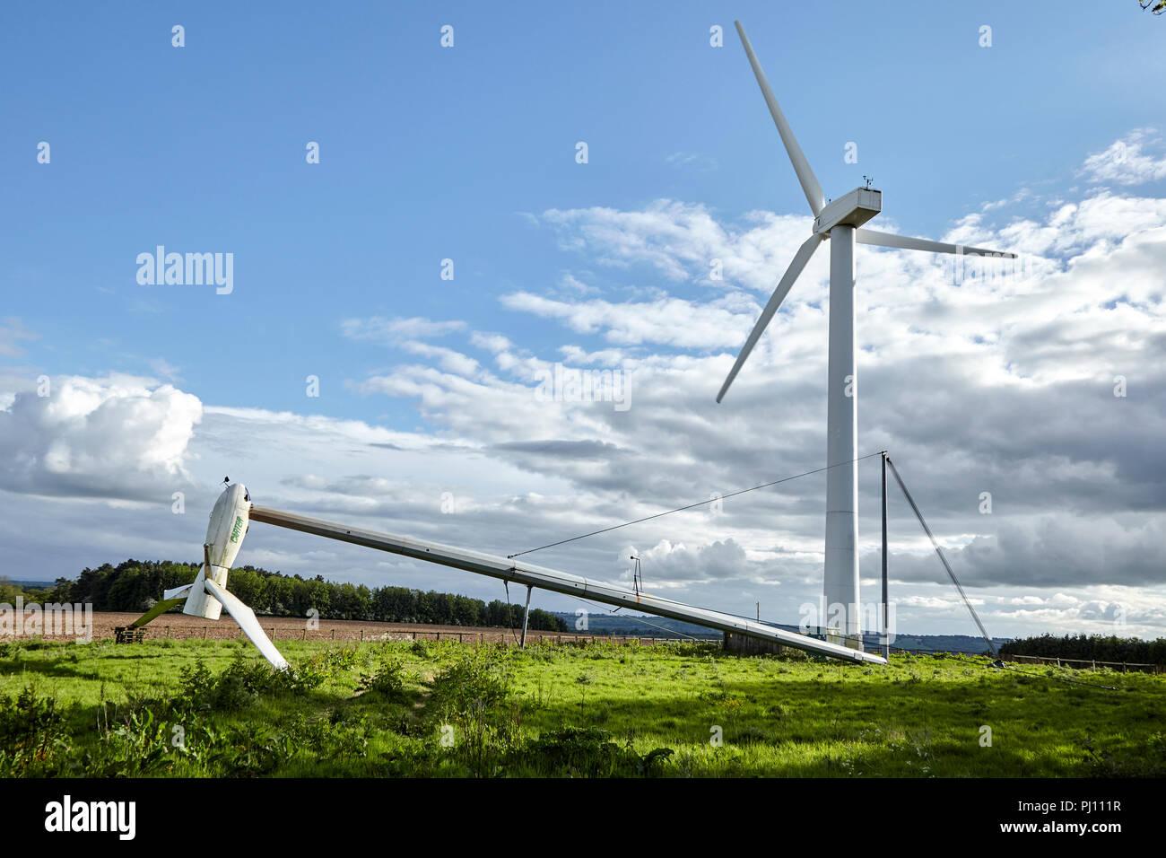 Englisch Windkraftanlagen in der Landschaft Stockbild