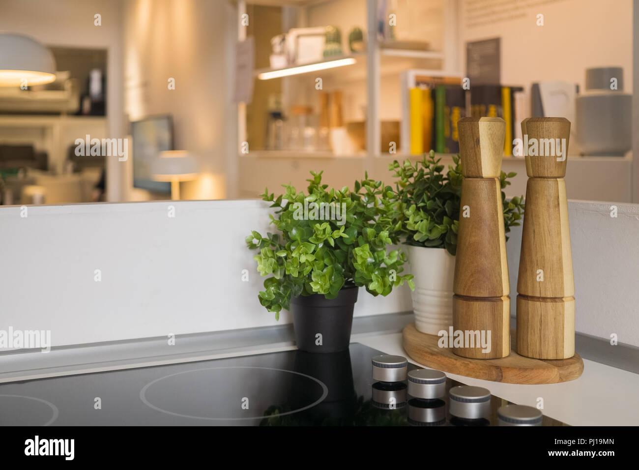 Moderne offene Küche mit Wohnbereich Stockfoto, Bild: 217617813 - Alamy