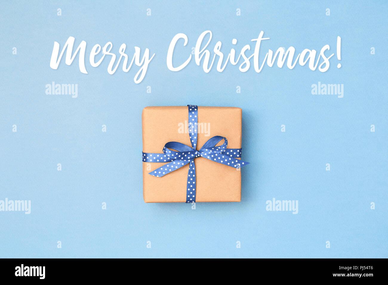 Weihnachtskarte mit Geschenk Box in Kraftpapier mit Blue Ribbon in ...