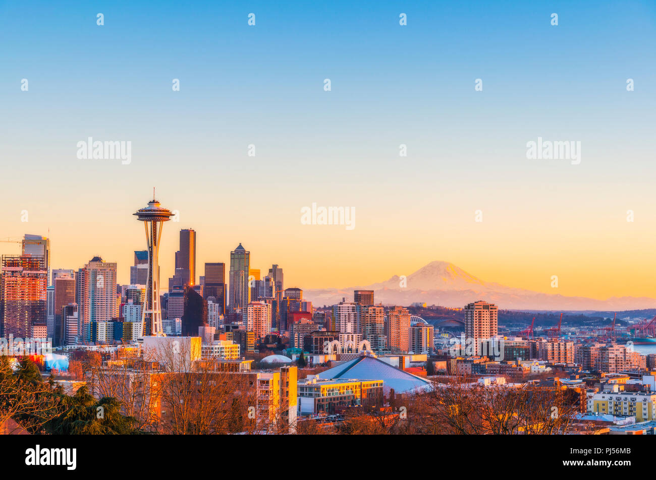 Schöne Seattle City Skyline im Sonnenuntergang, Washington, USA. Stockfoto