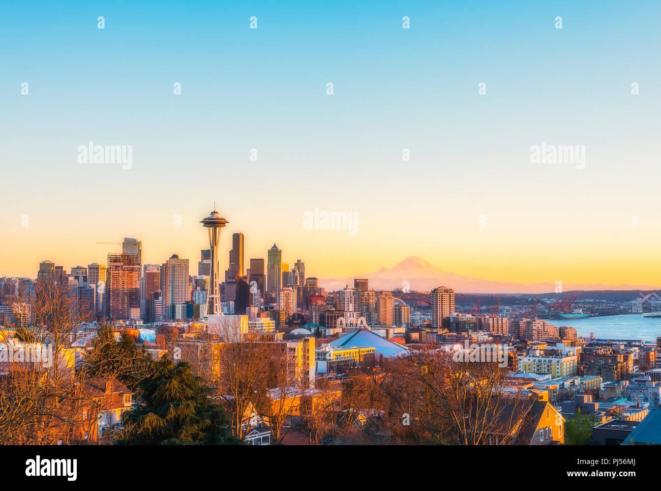 Schöne Seattle City Skyline im Sonnenuntergang, Washington, USA. Stockfoto