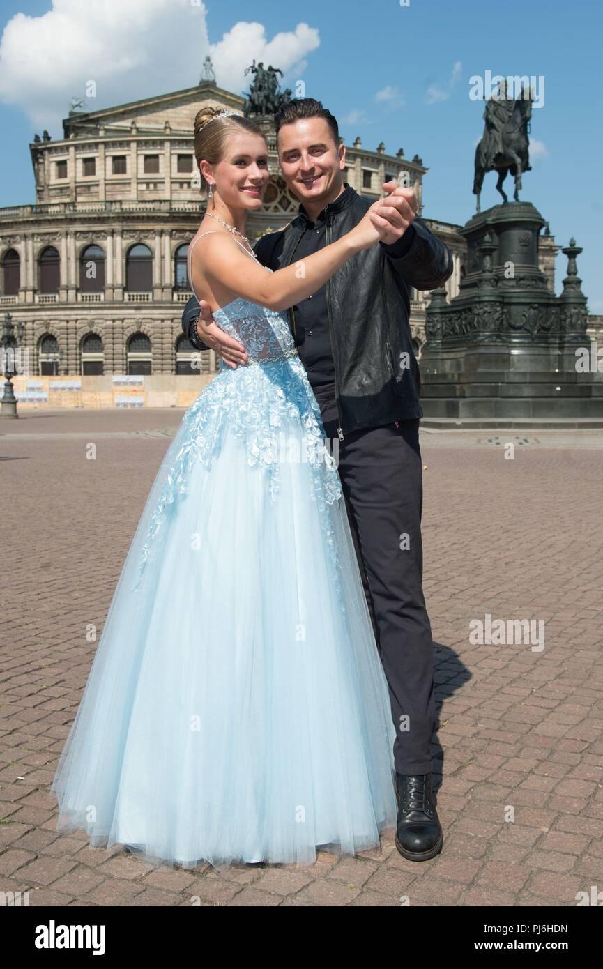 A Debutante Stockfotos   A Debutante Bilder - Alamy 0812f8a9e4