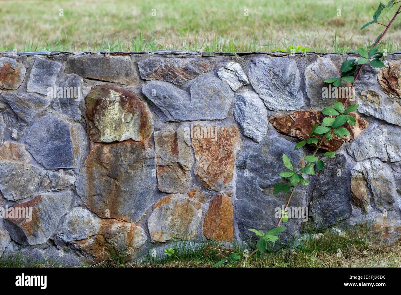 Gartenzaun aus Schiefer Stein -Textur Stockfoto, Bild: 217790872 - Alamy