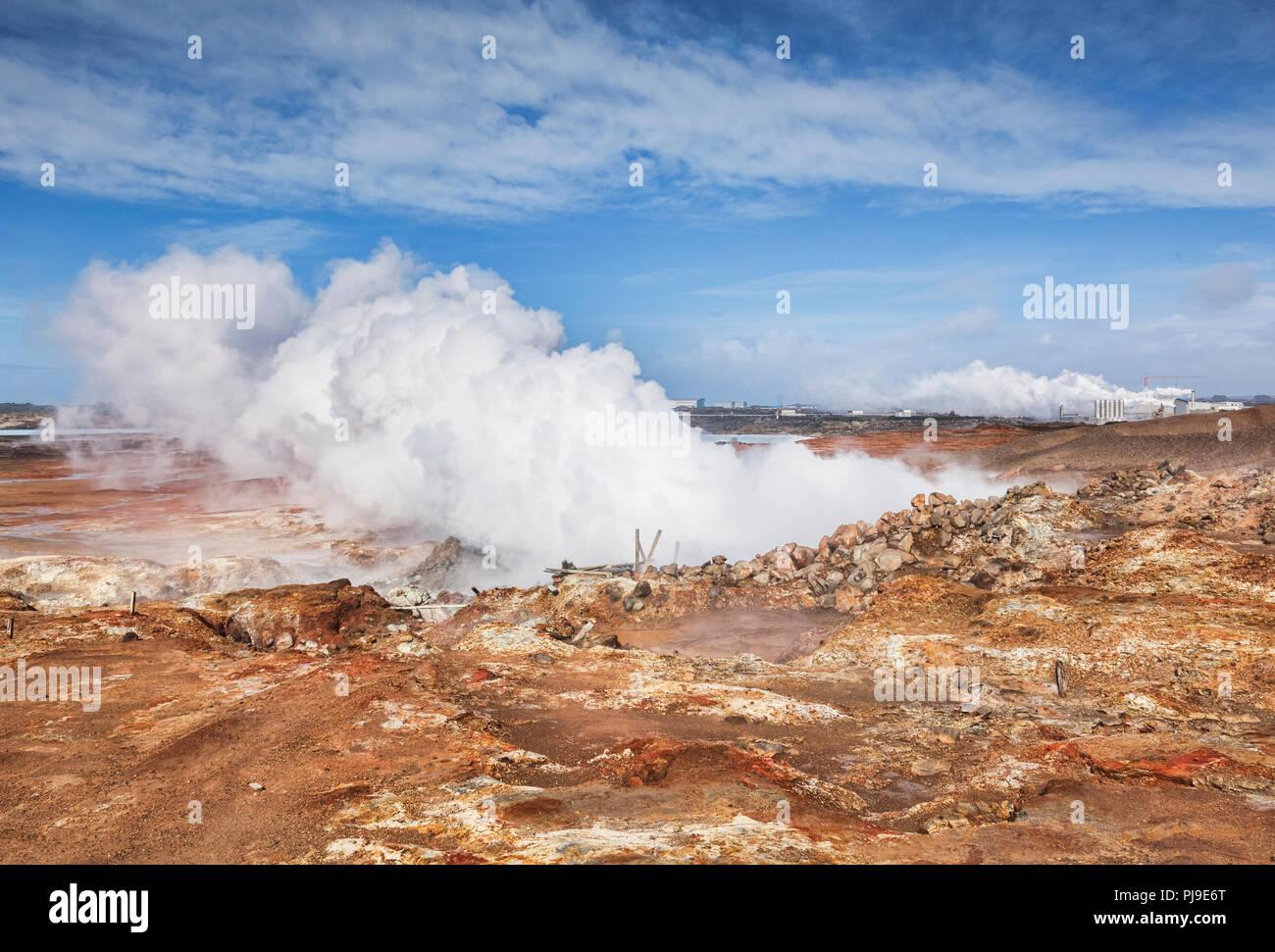 Gunnuhver Hot Springs und Reykjanes Geothermie-kraftwerk, Reykjanes Peninsual, Island Stockbild