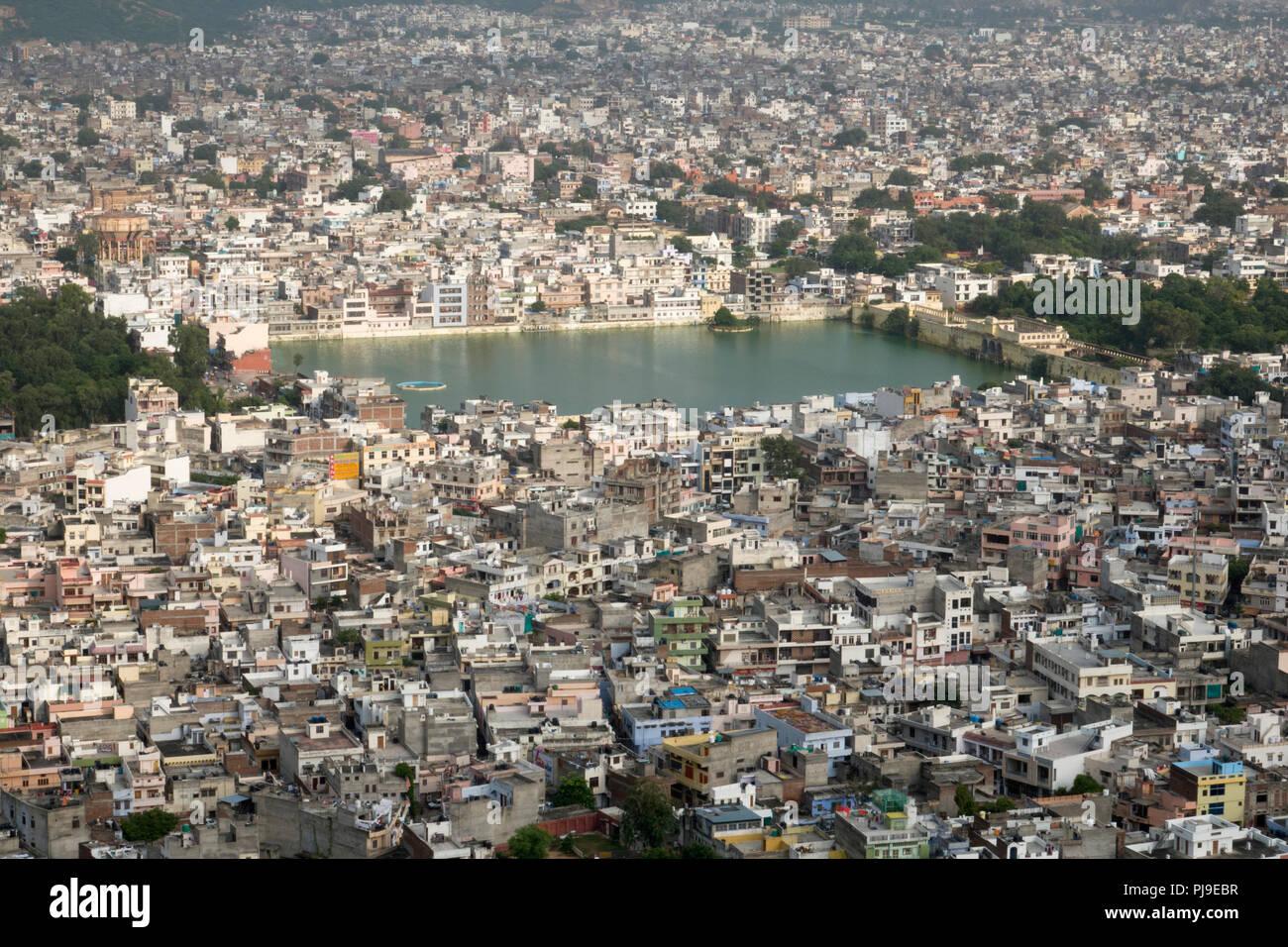 Hohe Betrachtungswinkel der Tal Katora See und Jaipur, Rajasthan, Indien Stockbild