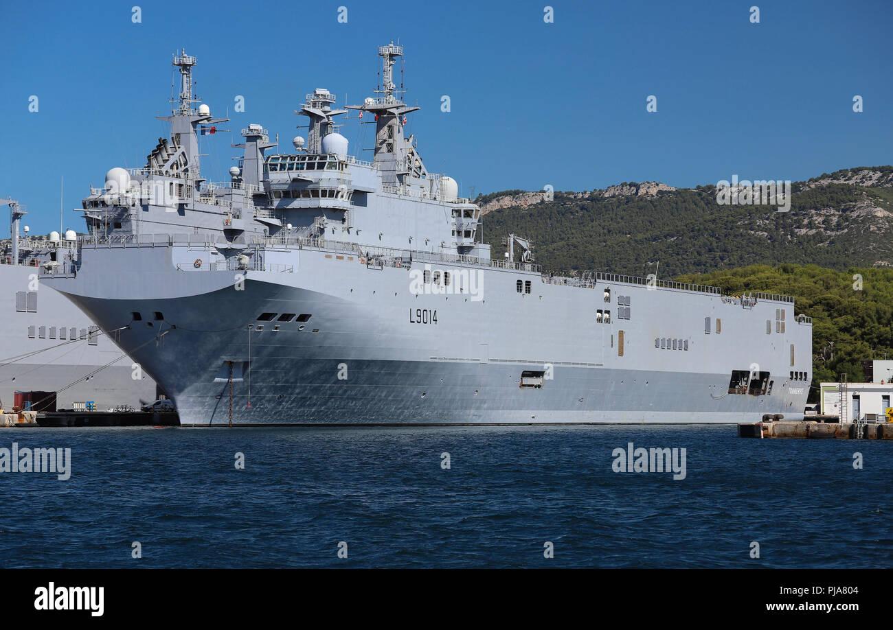 Th Amphibious Assault helicopter Carrier in der Französischen Marine Base am Hafen von Toulon, Frankreich angedockt. Stockbild