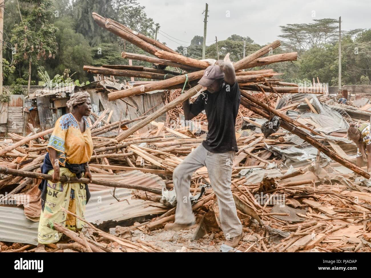 Nairobi Kenia 23 Juli 2018 Ein Mann Gesehen Mit Einem Stapel Von