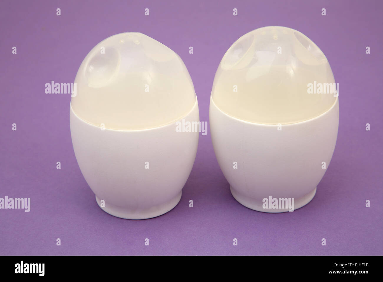 eier in der mikrowelle latest chicken shaped white praktische huhn mikrowelle ei poacher herd. Black Bedroom Furniture Sets. Home Design Ideas
