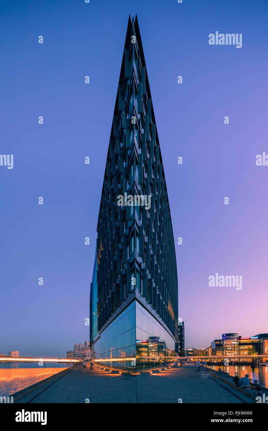Aller Medien Gebäude, an den Ufern des Kopenhagener Inneren Hafen, ist ihren Sitz. Es nimmt eine dreieckige, Vorgebirge und, als Folge, Stockbild