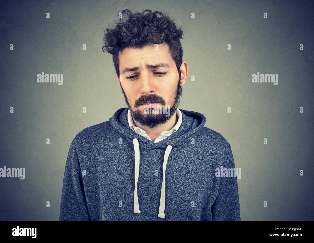 Ein Mann, der Depressionen hat