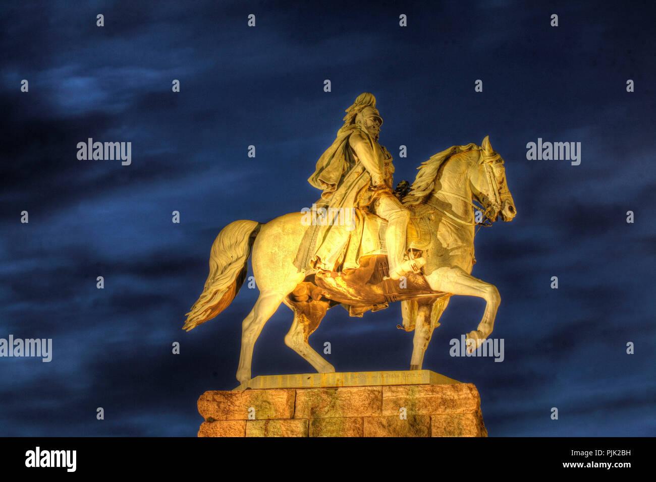 Reiterstandbild von Kaiser Wilhelm I. von Preußen in Deutz in der Dämmerung, Köln, Nordrhein-Westfalen, Deutschland, Europa Stockbild