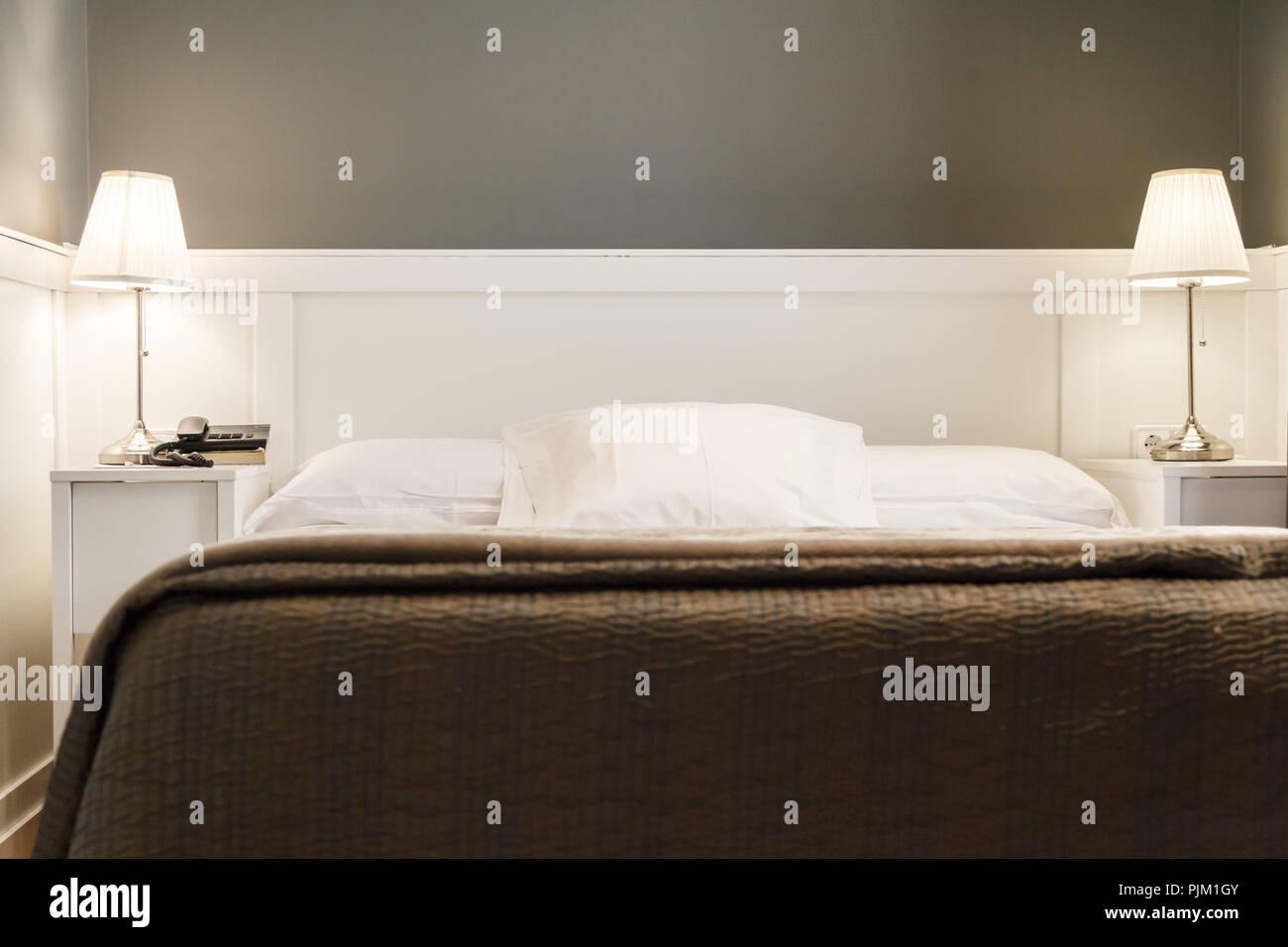 Interieur - ein Schlafzimmer mit einem minimalistischen und ...