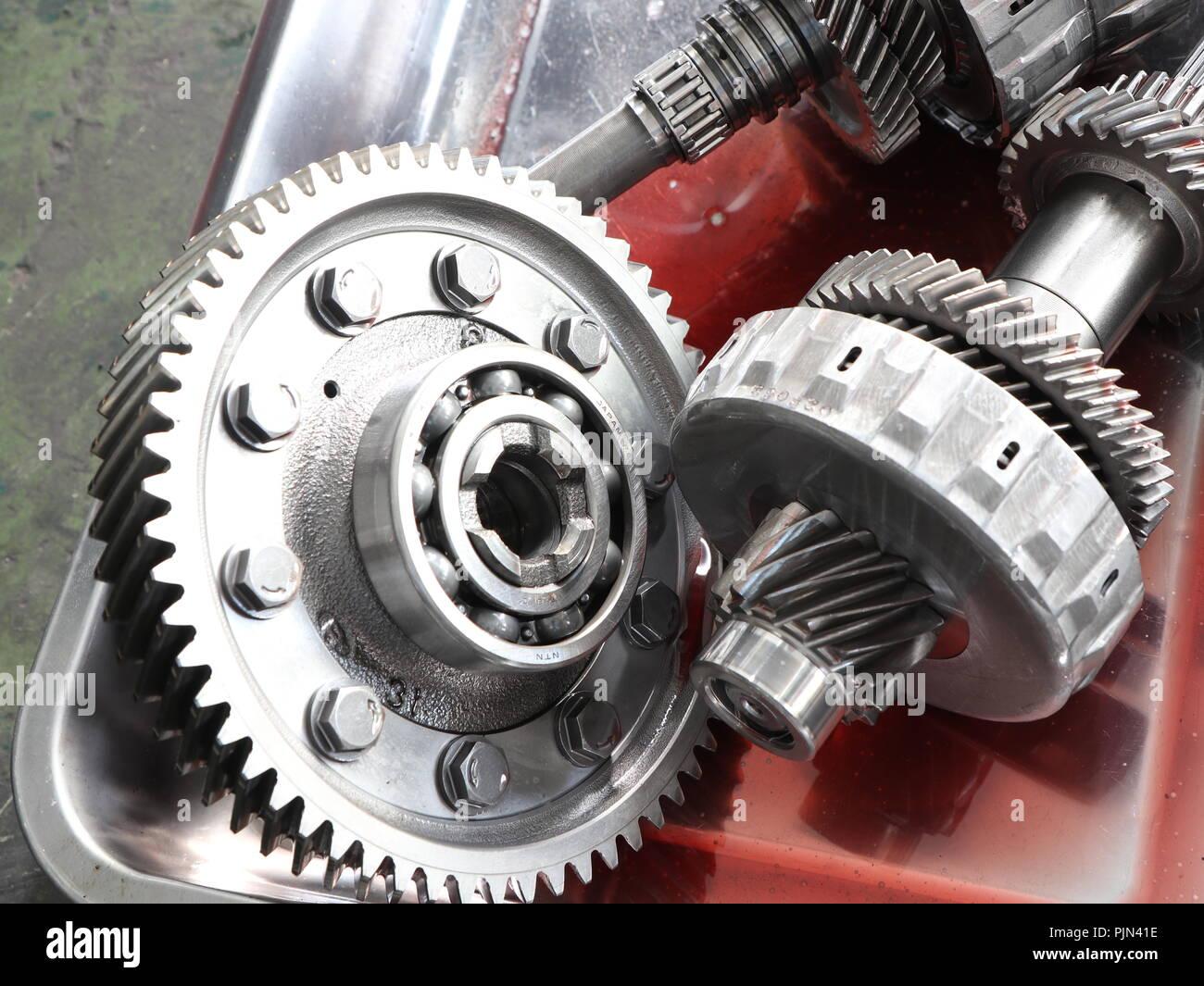 Die Teile vom Auto Getriebe dis-Montage. Stockbild