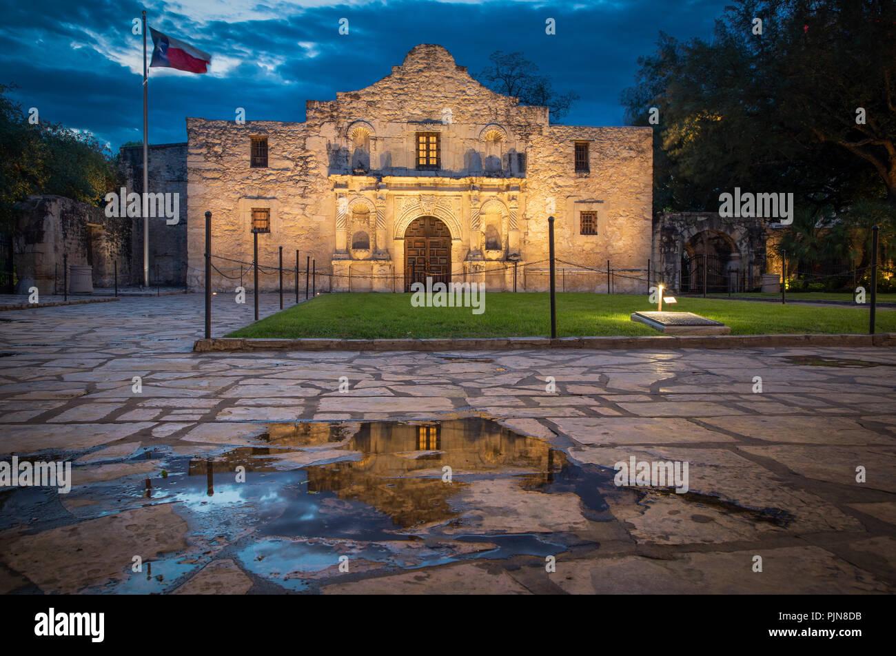 Das Alamo ist eine alte spanische Mission (wie eine Kirche von katholischen Missionaren errichtet, um den Eingeborenen), in San Antonio, Texa Stockbild