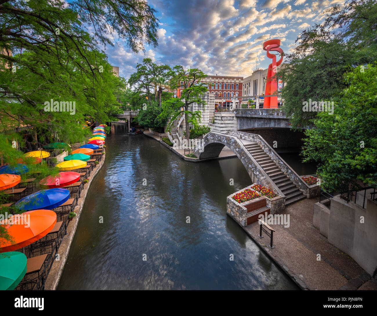 """Der San Antonio River Walk (auch bekannt als """"Paseo del Río) ist ein Netz von Wanderwegen entlang der Ufer der San Antonio River. Stockbild"""