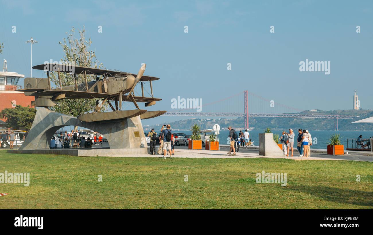 Lissabon, Portugal - Sept. 7 2018: Denkmal für die erste Antenne Überquerung des Südatlantik wurde von der Portugiesischen naval aviators Gago Coutinho gemacht Stockbild