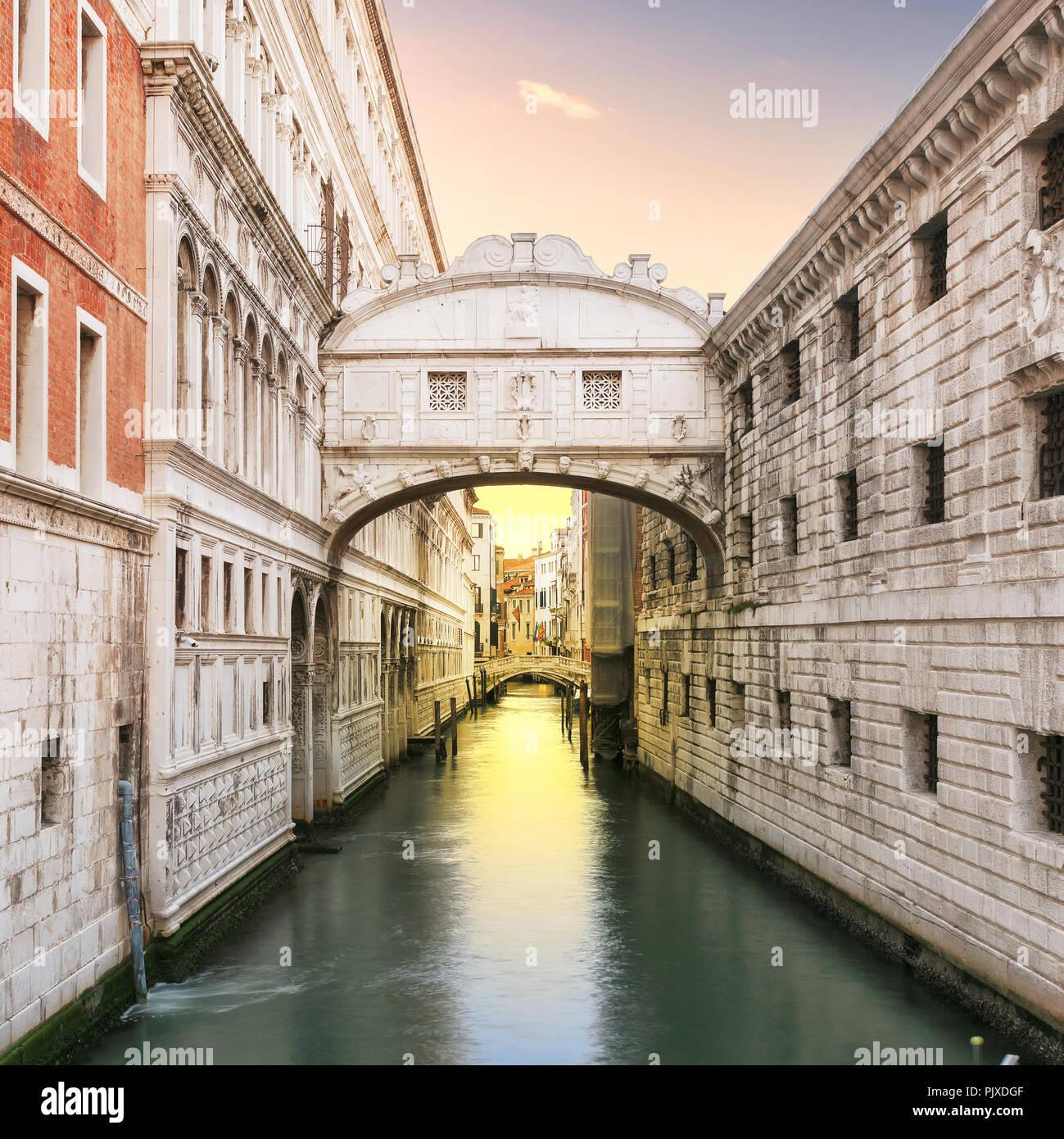 Sonnenaufgang an der Seufzerbrücke, Venedig, Italien. Stockbild