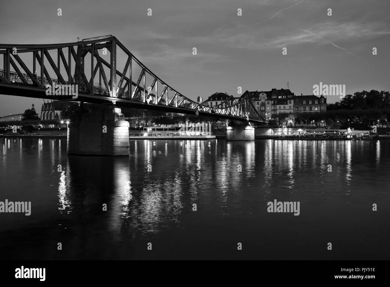 Europa Deutschland Hessen Rhein-Main Frankfurt am Main bei Nacht Eiserner Steg Stockbild