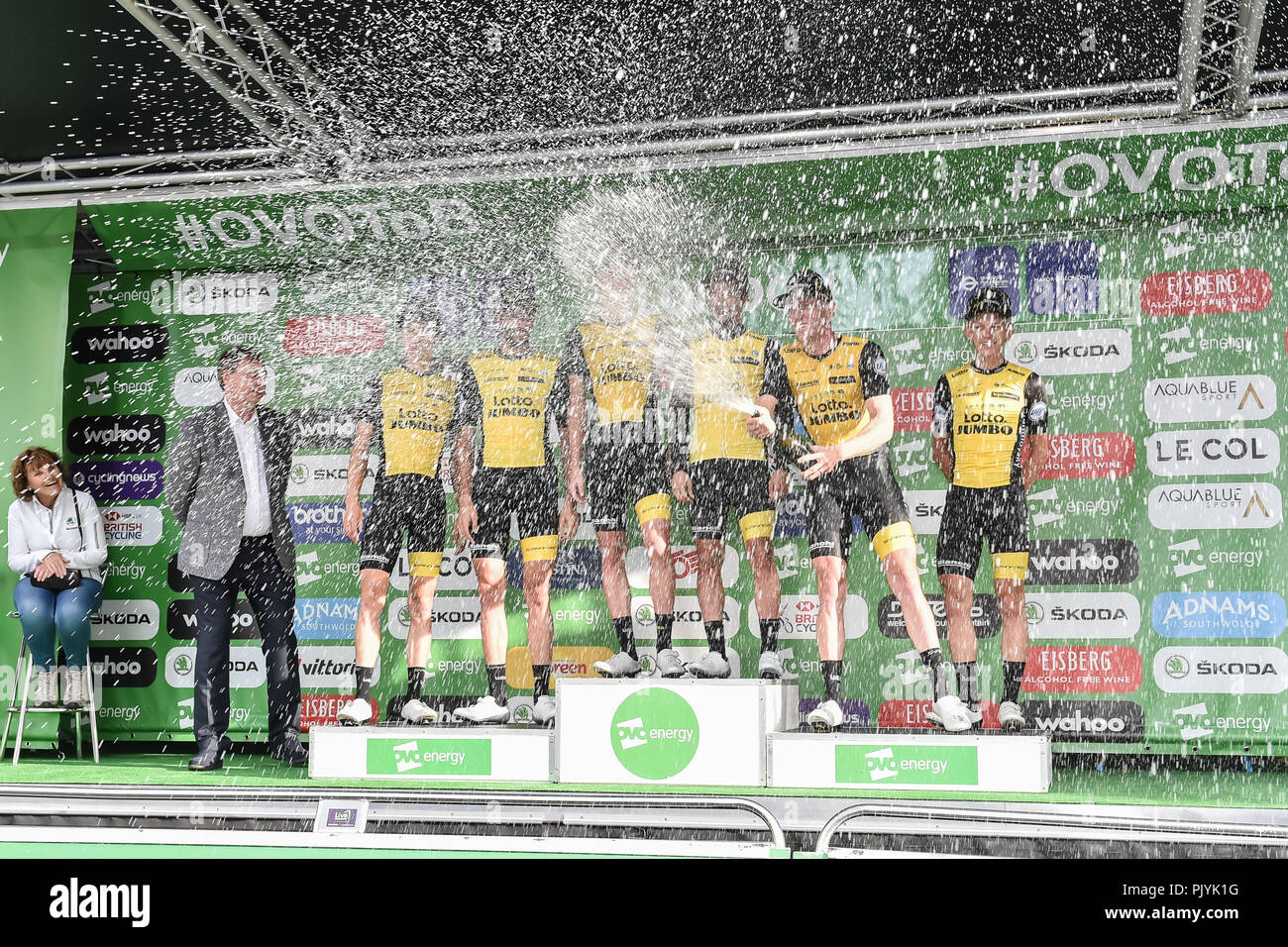 Cycling team van stockfotos cycling team van bilder alamy