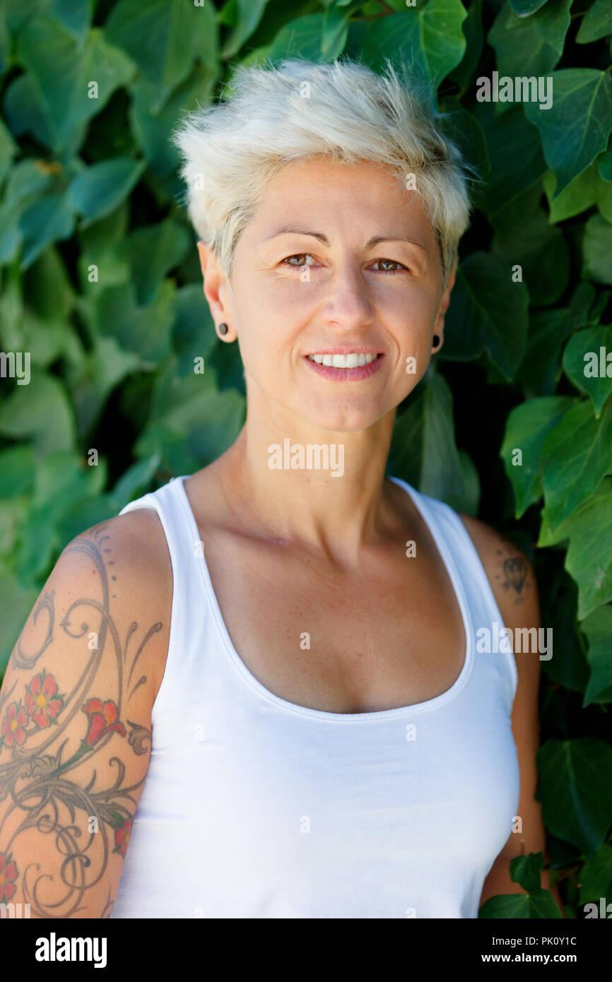 Frauen arm blumen tattoo Tätowierungen Frauen