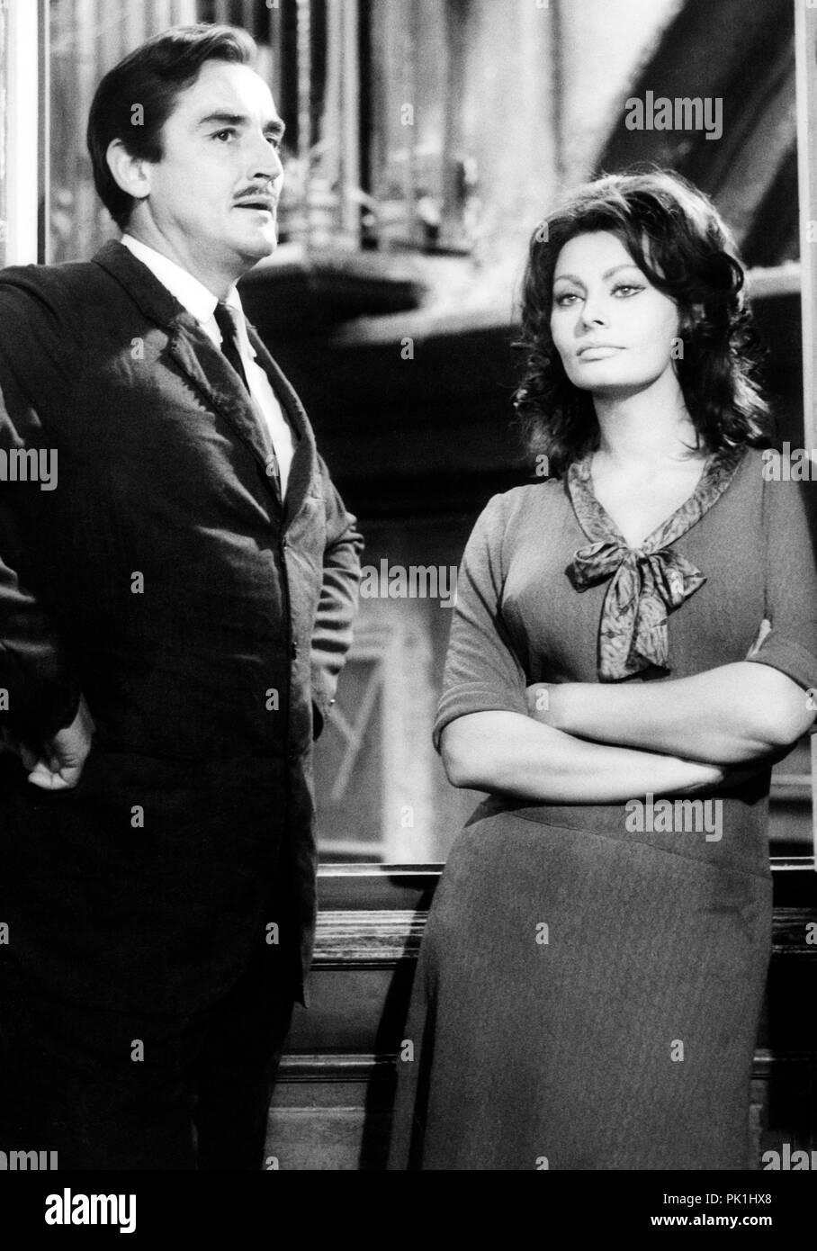 Fr Fantasmi 1967 Vittorio Gassman Sophia Loren Stockfotografie Alamy